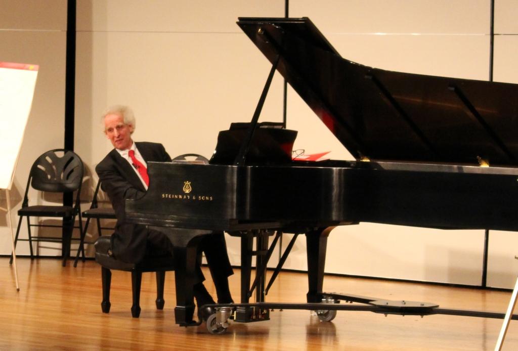 Benjamin Zander plays  the piano.